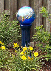 Gazing globe with Daylily.